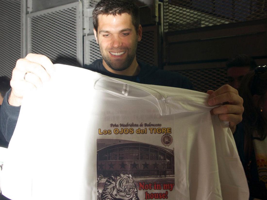 Felipe Reyes con la camiseta